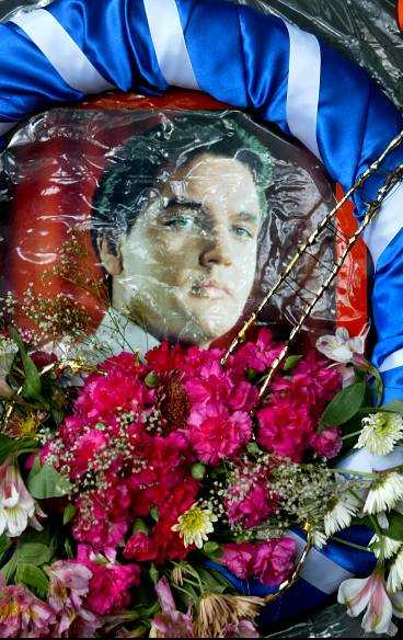 Elvis dog 1977, då var han 42 år gammal.