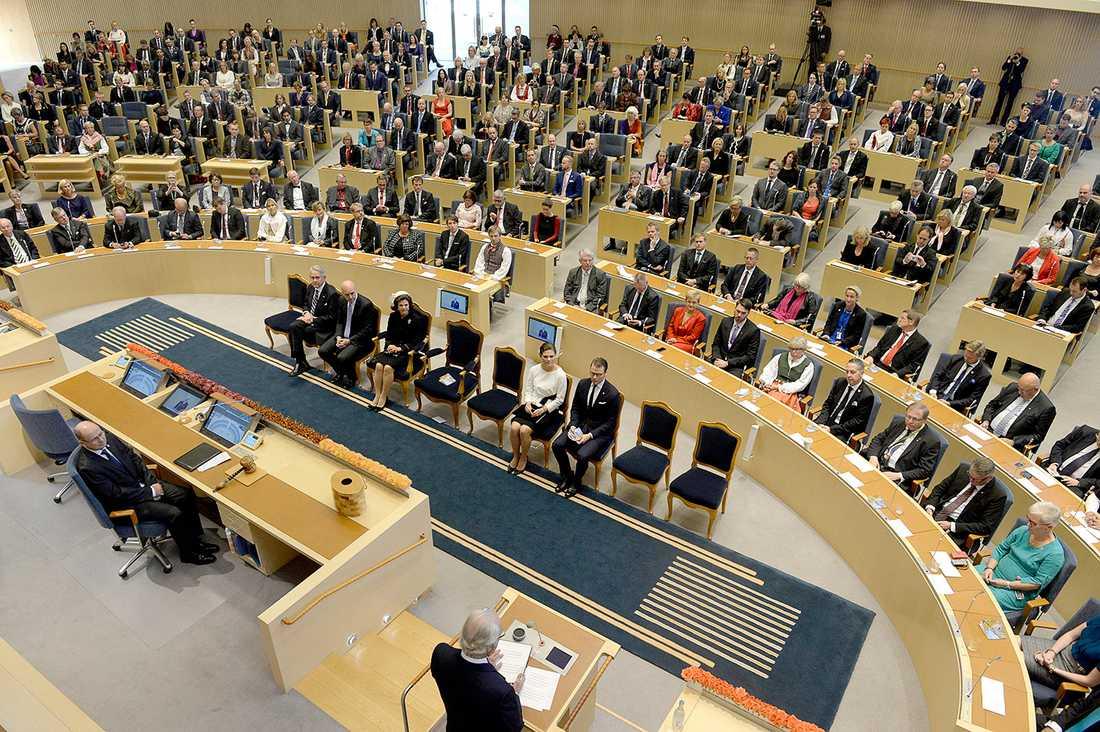 349 ledamöter är 100 för många, anser en tredjedel av riksdagen själv.