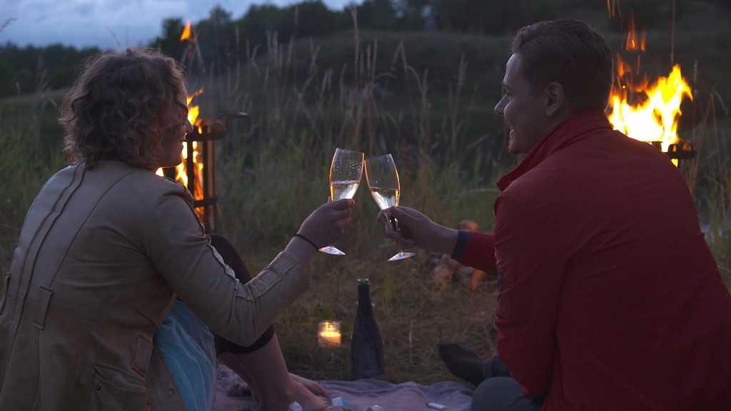 Jennifer Erlandsson valde att fortsätta träffa Charlie Guldvinge. Deras heta dejt fick hennes känslor att svalla.