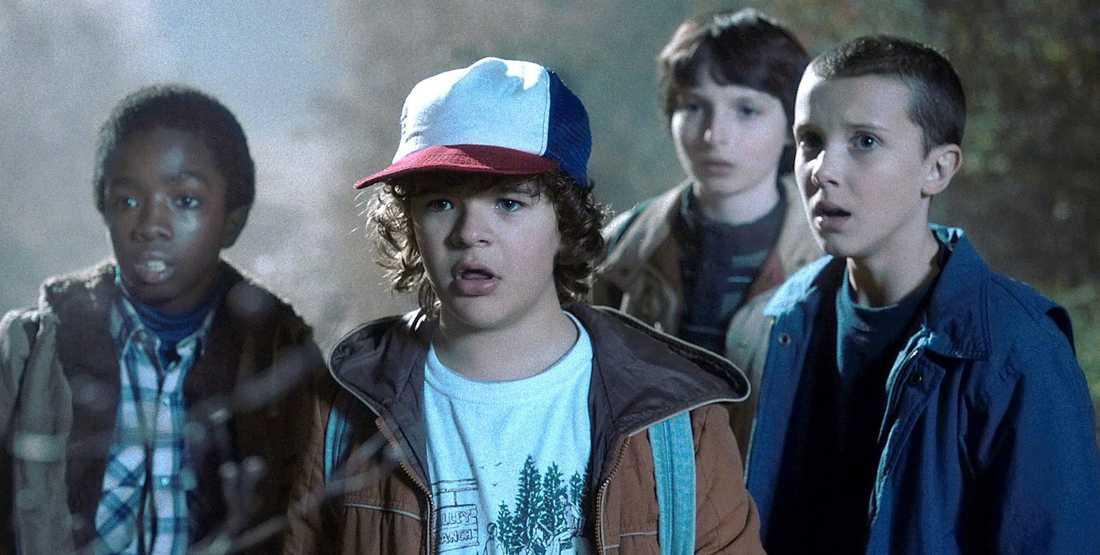 14-årige Finn Wolfhard, näst längst till höger, har fått kritik för att han inte stannade utanför sitt hotell för att prata med journalister och fans.