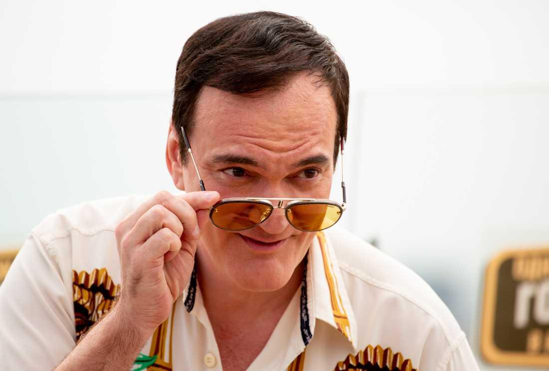 Quentin Tarantino skriver på en roman. Arkivbild.