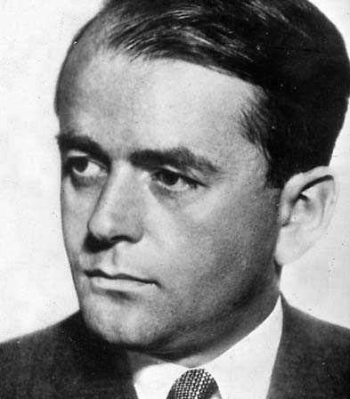Alber Speer blir führer i Sverige.