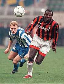 Jonas Olsson vs George Weah i Champions League.