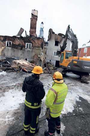 förstördes Trevåningshuset totalförstördes och 18 personer förlorade sina hem.