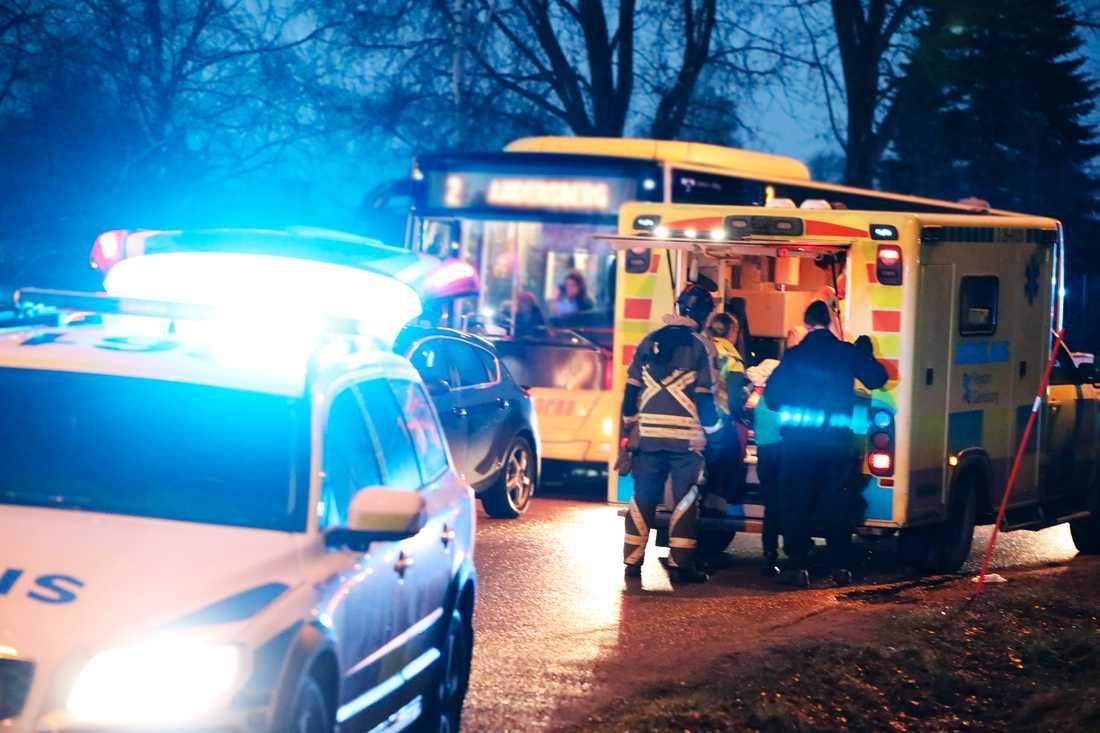 En flicka har blivit påkörd av en polisbil.