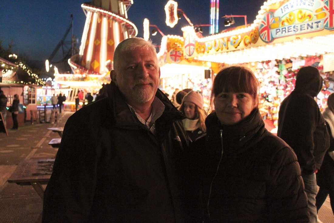 John Port och Kate Smith från Lowestoft på julmarknad i London.