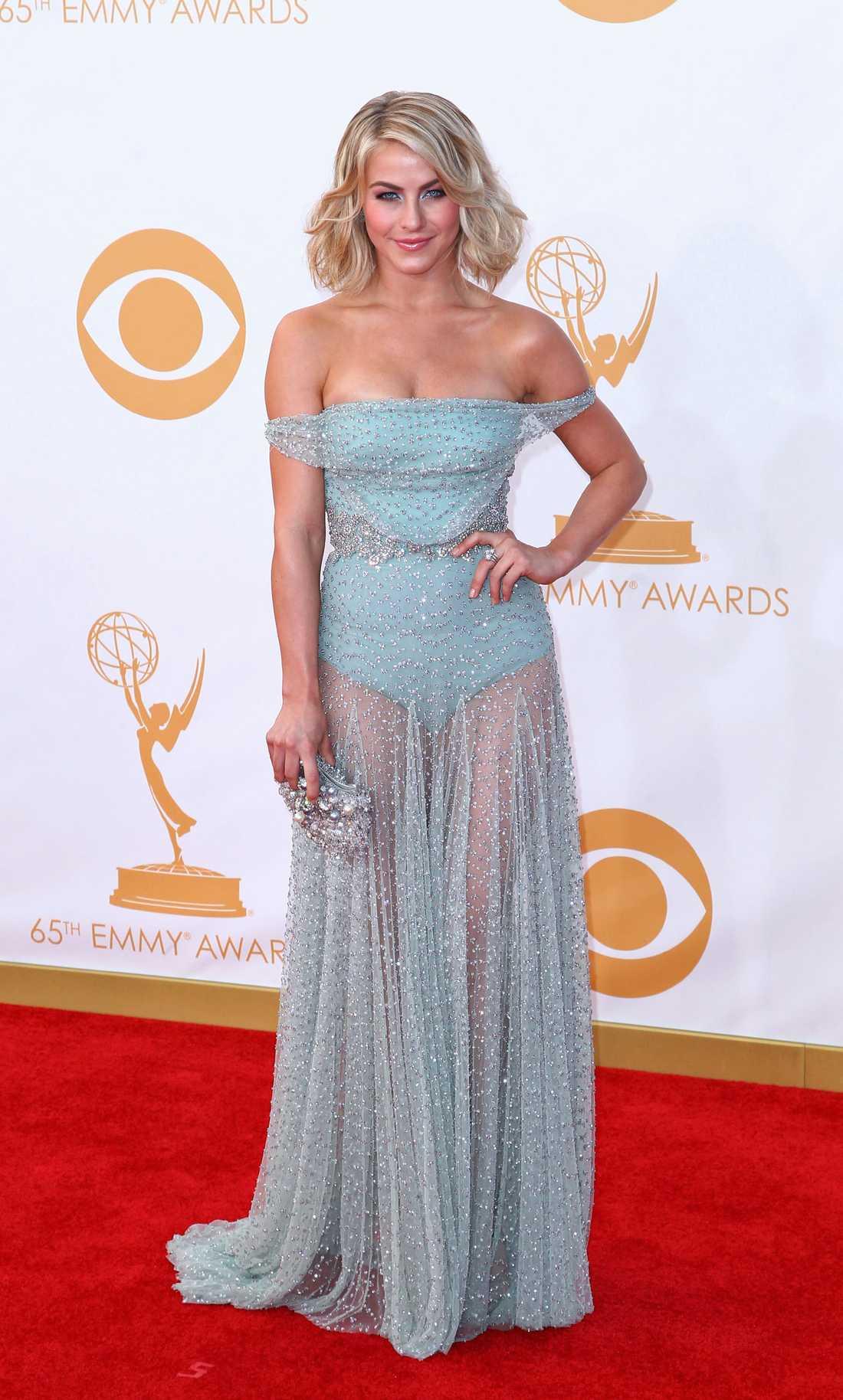 Julianne Hough Rumpan var nästan bar på Jualianne Hough i den här otroligt vackra klänning från Jenny Packham.