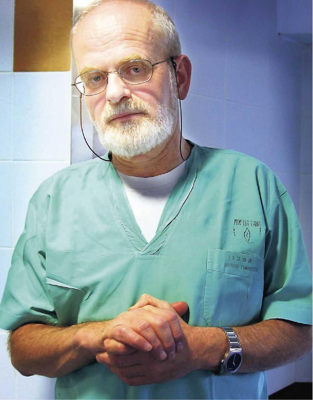 Yehuda Hiss. Före detta chefspatolog på det isrealiska rättsmedicinska institutet Abu Kabir.