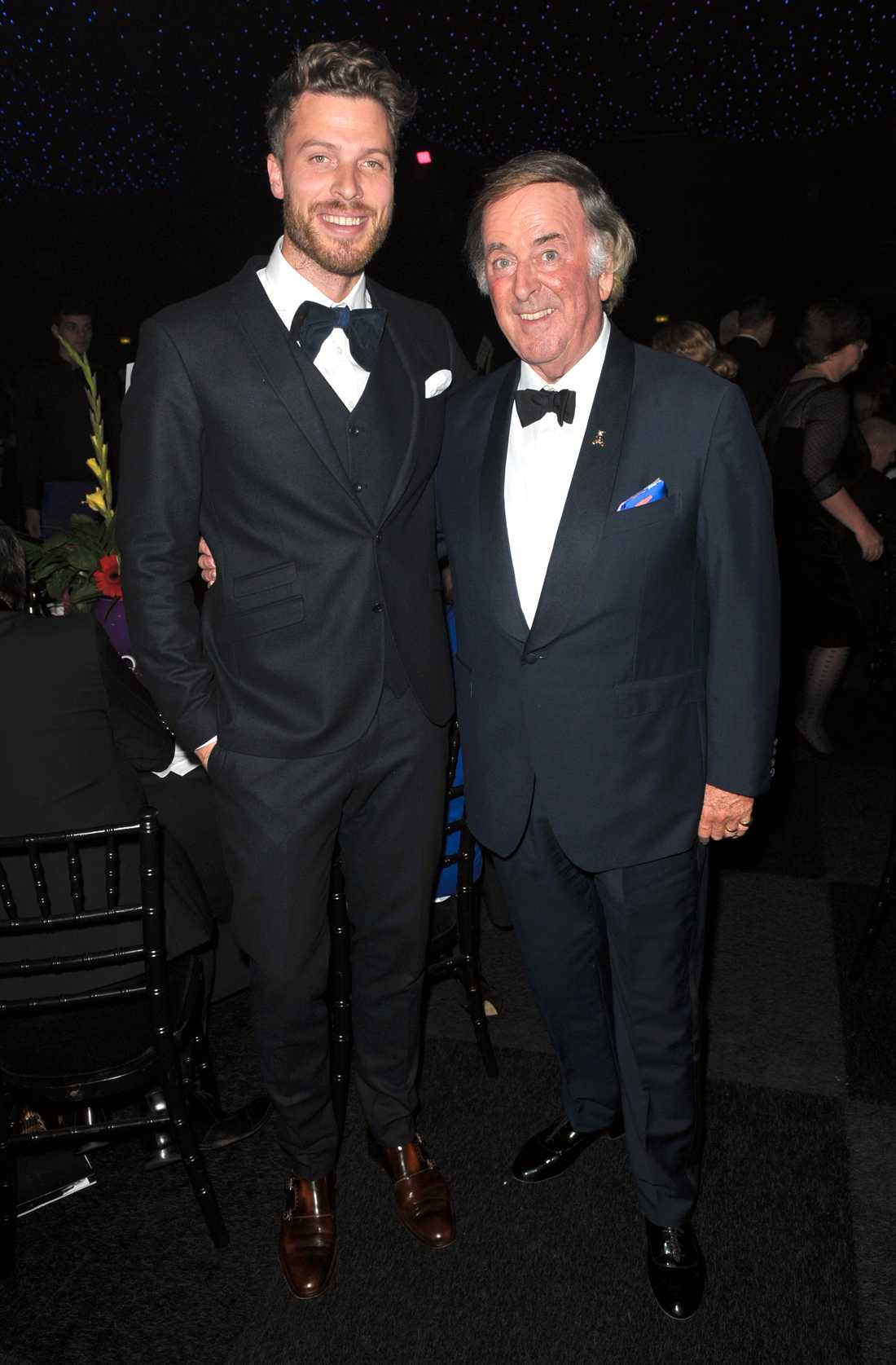 """Tillsammans med Rick Edwards på välgörenhetsarrangemanget """"An evening with the stars in aid of children in need"""", 2013."""