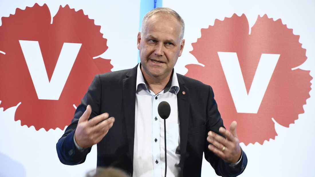 Vänsterpartiets partiledare Jonas Sjöstedt under dagens pressträff i riksdagen i Stockholm.