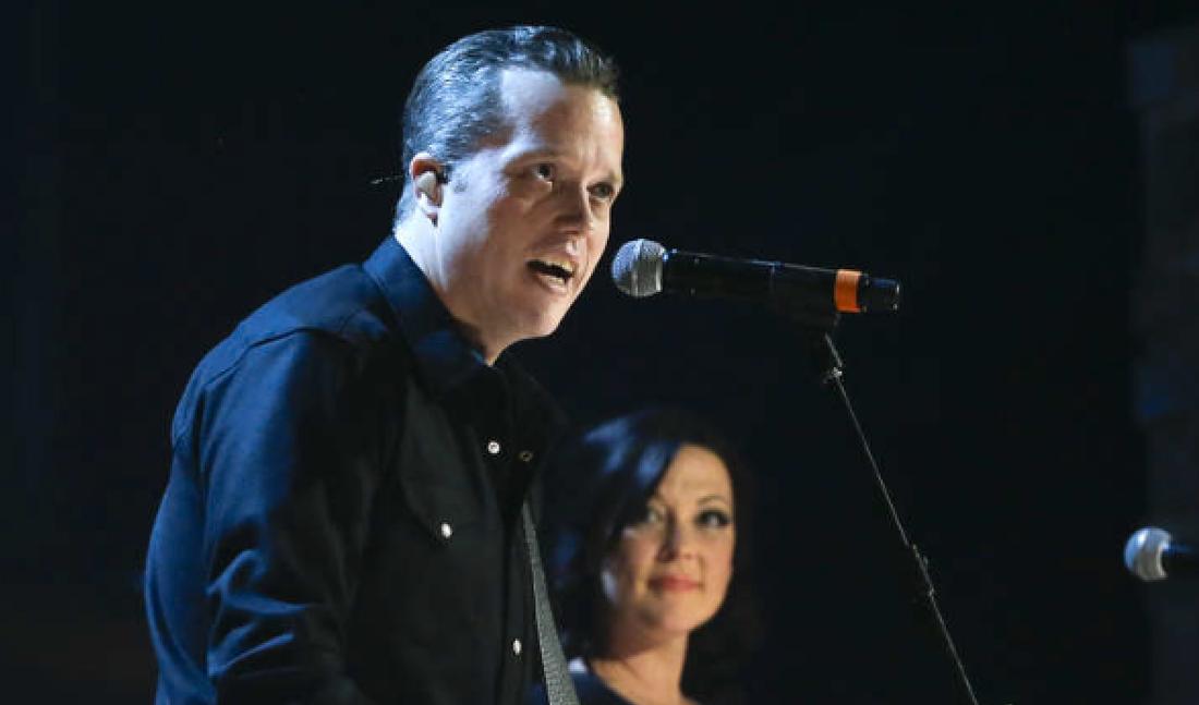 """Jason Isbell, här med hustrun Amanda Shires, är aktuell med en alldeles sagolik version av """"Cover me up""""."""