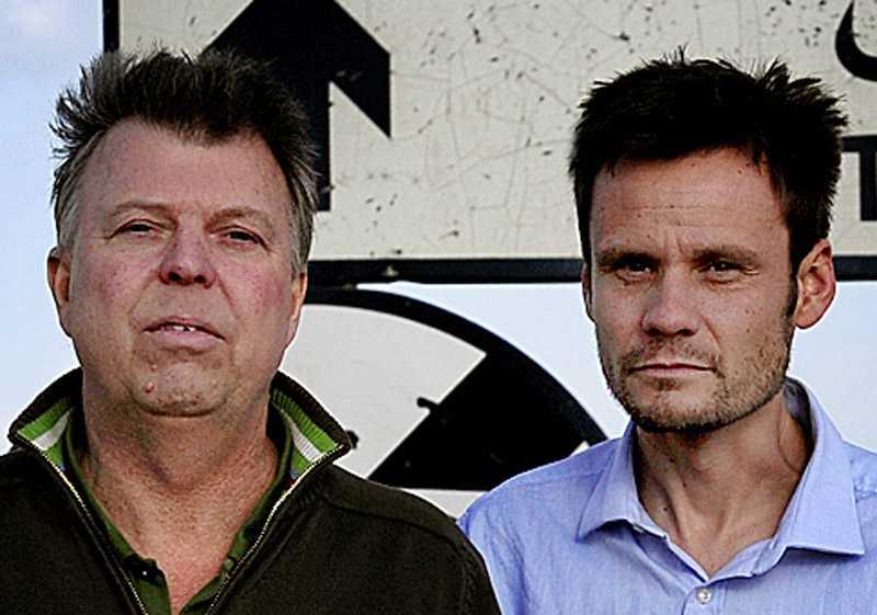 Aftonbladets Wolfgang Hansson och Jerker Ivarsson på plats vid gränsen mellan Tunisien och Libyen.