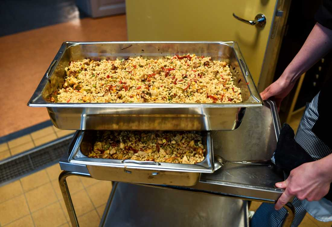 På menyn: kycklingpaella med matvete, fullkornscouscous och blandade grönsaker.