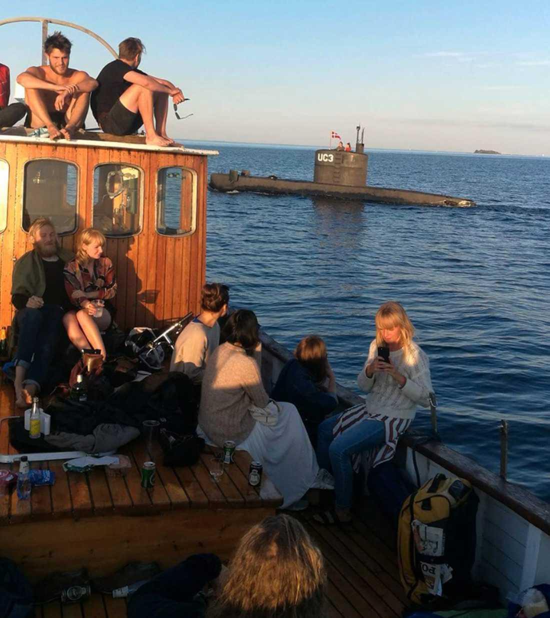 Danska ubåten Nautilus med Peter Madsen och Kim Wall ombord seglar utanför Köpenhamn på torsdagskvällen.