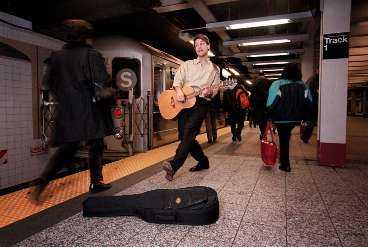 """Tunnelbanan i New York är som gjord för """"House of the rising sun"""". Tycker Henrik Schyffert."""