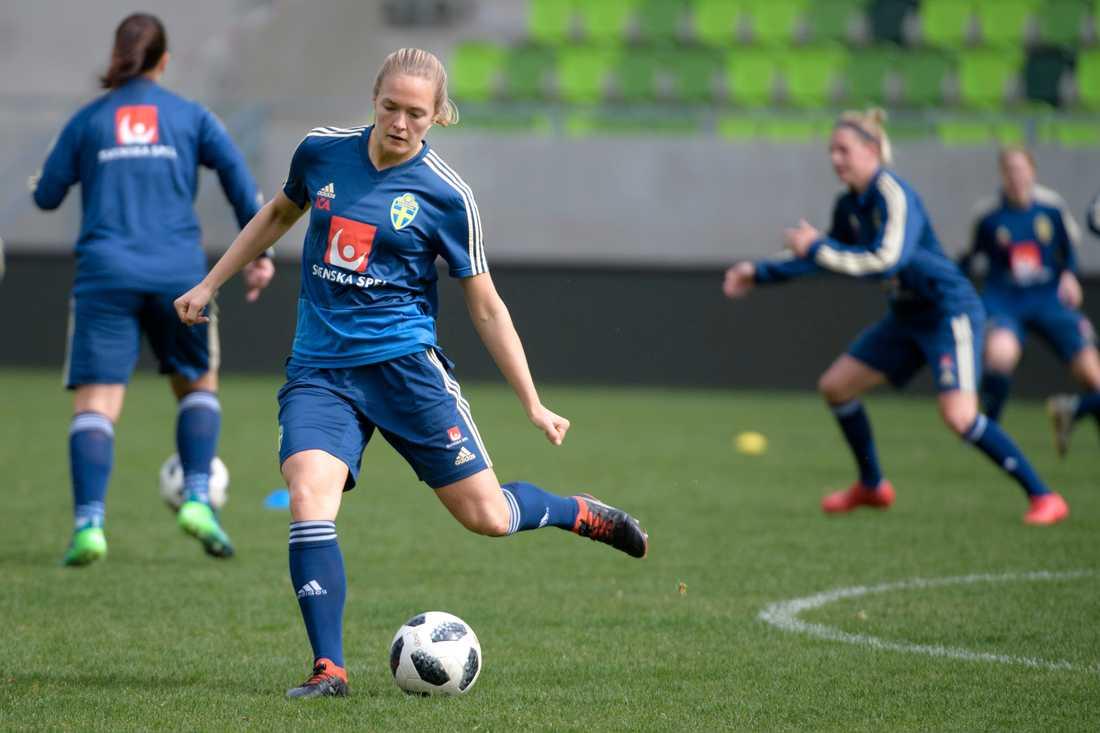 Chelseabacken Magdalena Eriksson under fotbollslandslagets träning på matcharenan Haladás Sportkomplexum i Szombathely dagen före VM-kvalet mot Ungern.