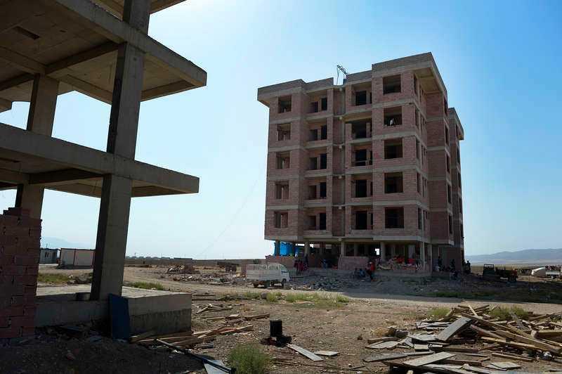 Familjen har tagit skydd i ett ofärdigt bostadshus i Zakho.