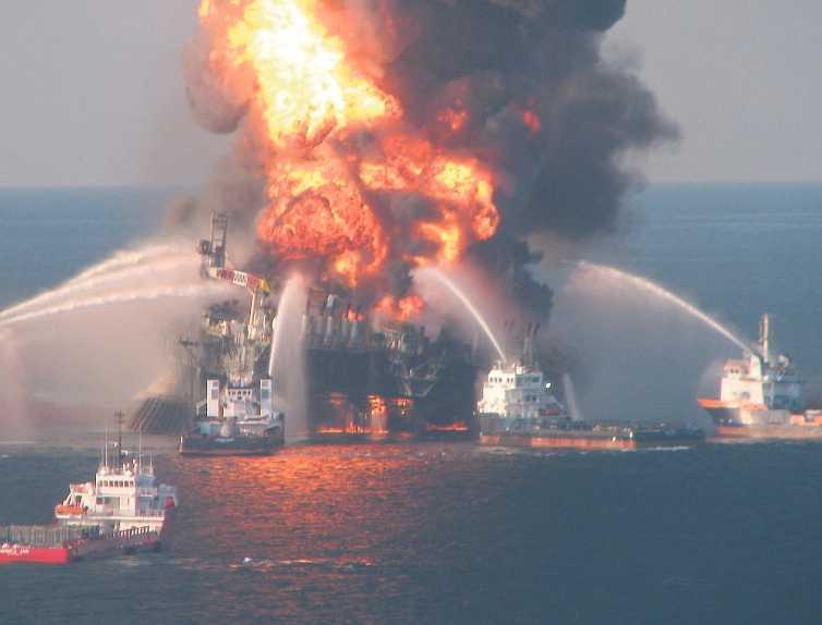 Plattformen i Mexikanska golfen exploderade den 20 april. Två dagar senare sjönk den i djupet – och oljan började läcka ut i havet.