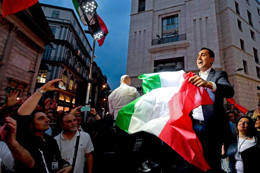 Nyval väntar men Femstjärnerörelsens ledare Luigi Di Maio är – åtminstone en liten tid till – Italiens vice premiärminister och arbetsmarknadsminister.