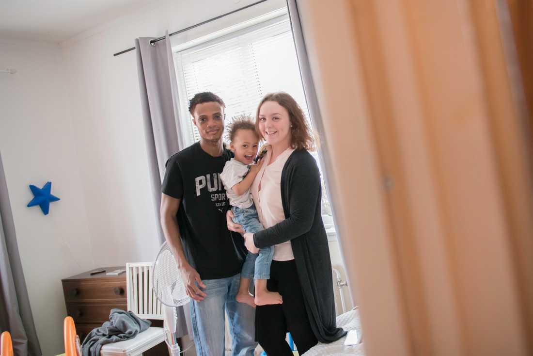 Prince Somah kom lyckligt hem till sambon Isabelle Lundström och sonen Landon, snart tre.