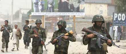 Afghanska soldater på patrull i utkanten av Kandahar, söder om Kabul.