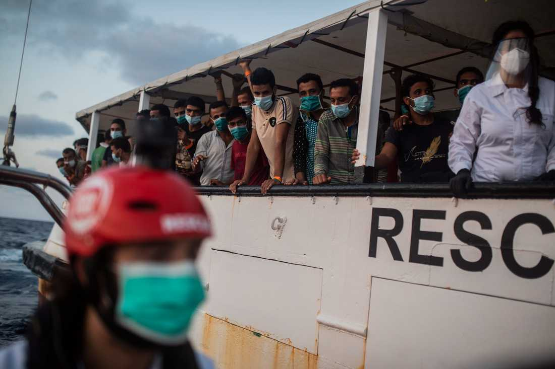 Migranter som räddades från en träbåt i Medelhavet natten den 8 september befinner sig fortfarande ombord på Open Arms.