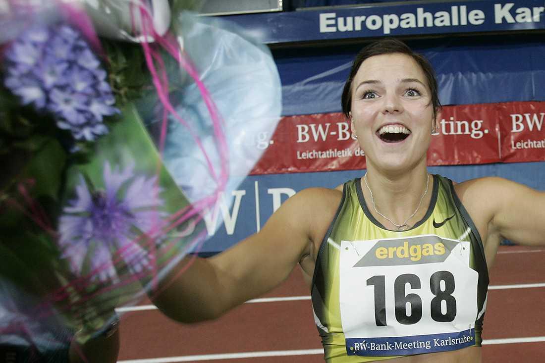 10 februari 2008 slog hon världsrekord inomhus med 7,68.