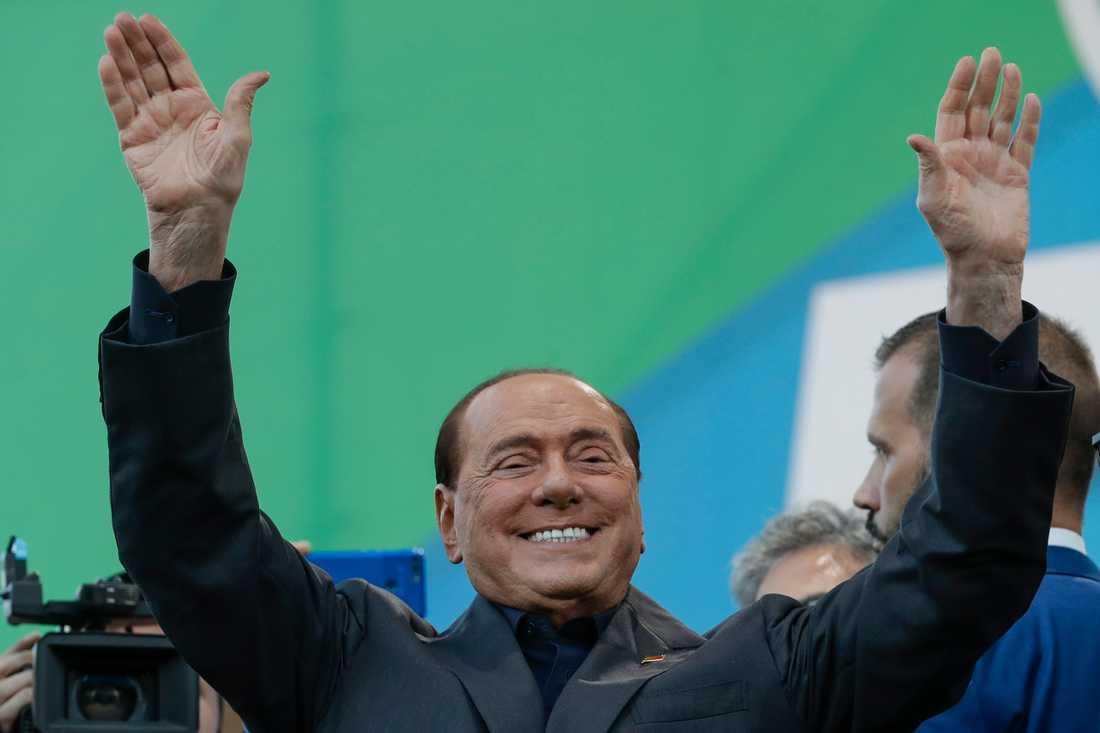 Italiens tidigare premiärminister Silvio Berlusconi har smittats av covid-19 efter en resa till Sardinien. Arkivbild.
