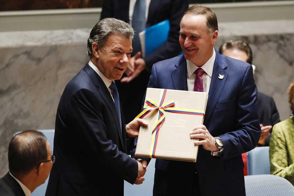 Colombias president Juan Manuel Santos Calderon och Nya Zeelands premiärminister John Key presenterar fredsavtalet i Colombia för FN:s säkerhetsråd. REUTERS / TT