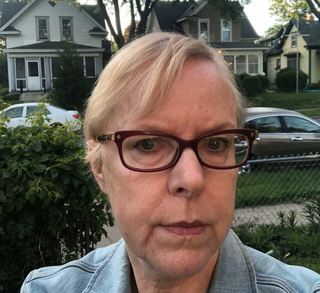 Mitt i kaoset i Minneapolis, där allt började, bor svenska Maj-Britt, 62.
