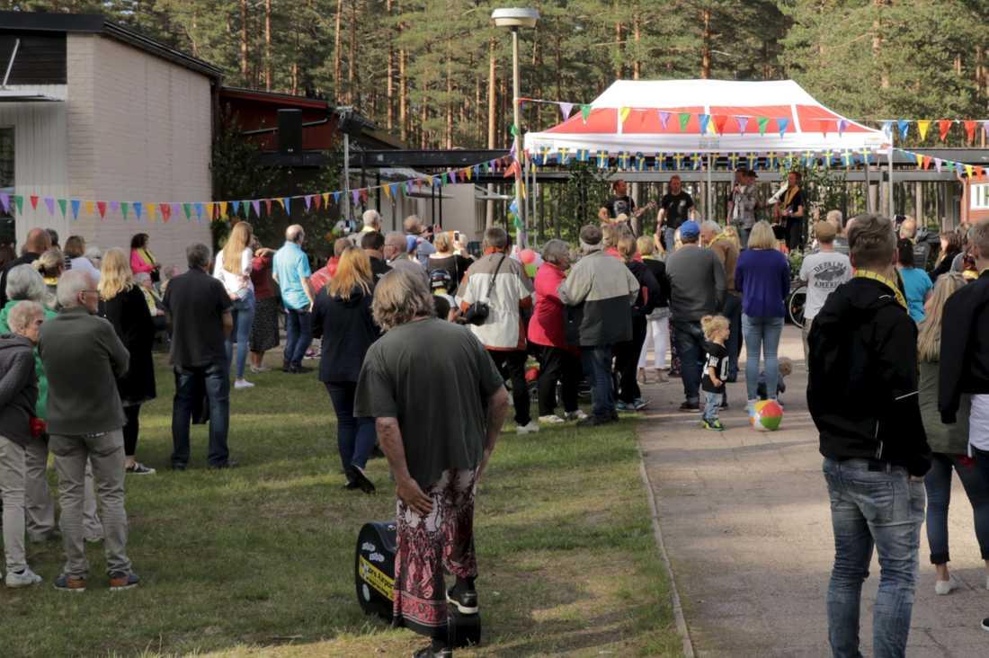 Bergängsborna gick man ur huse för att fira att man vunnit tävligen Sveriges bästa gata.