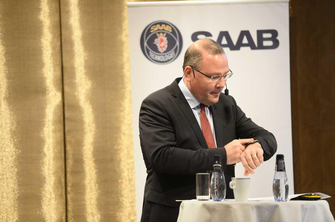 Tid för Saabs vd Håkan Buskhe att visa upp resultatet. Arkivbild.