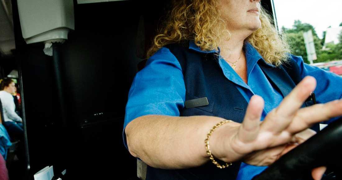 Arkivbild. Fler kvinnor bakom bussratten kommer att löna sig i nya avtalen för företag som kör för Östgötatrafiken.
