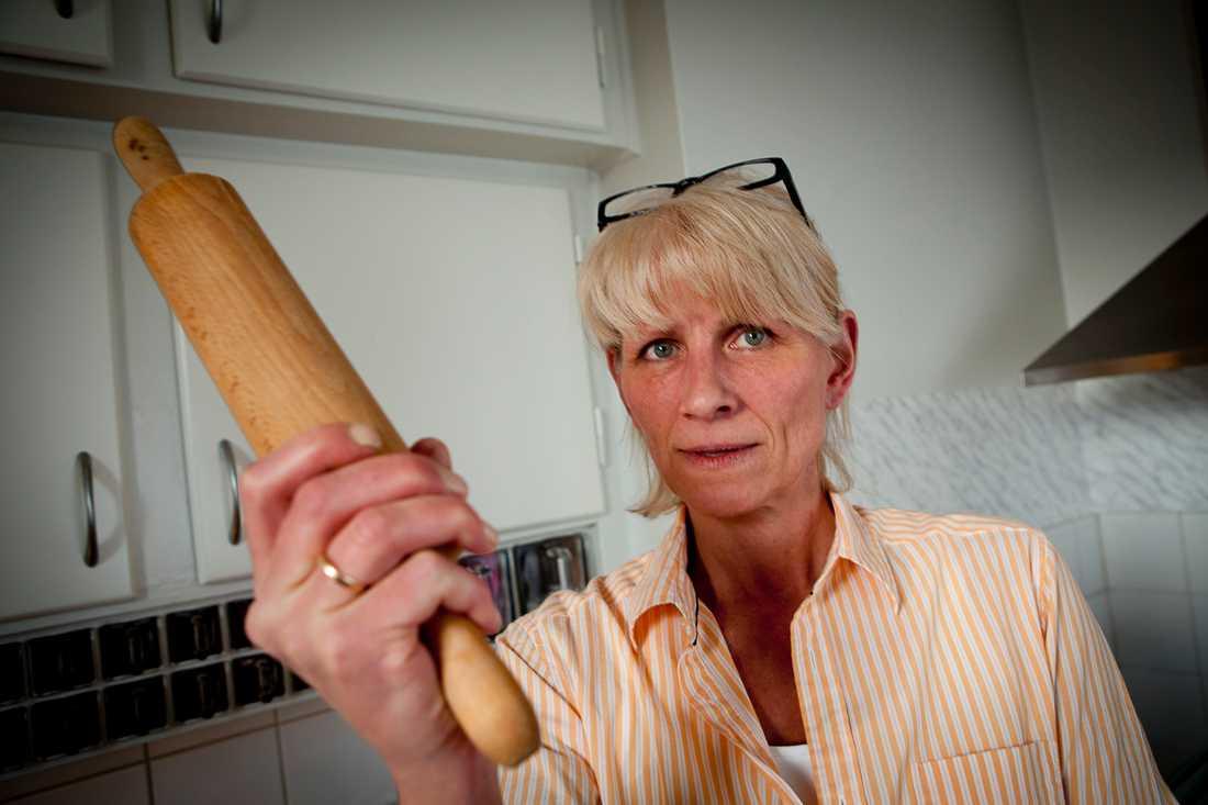 REDO ATT MÖTA ORMEN Tiina Korpi är boende i huset:  Jag har ingen ormfobi men nu har jag mardrömmar varje natt.