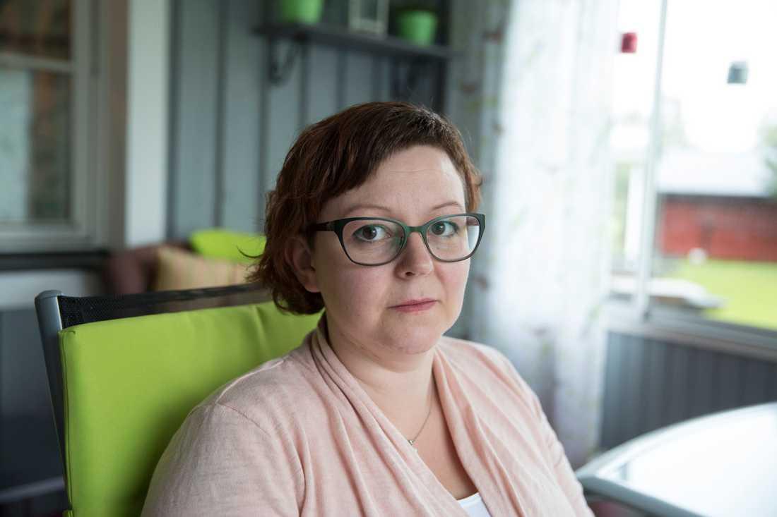 """""""Jag har gått så länge, känt mig så ensam i det här, så utlämnad och frustrerad"""", säger Carina Ekman, 38. Foto: JOAKIM NORDLUND"""