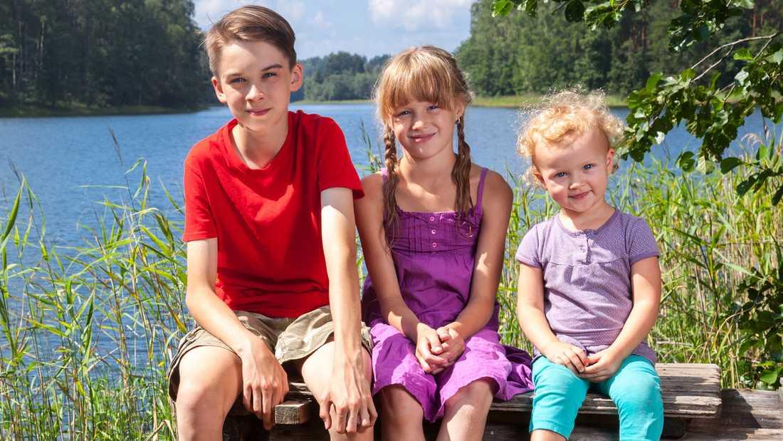 Barns utveckling går i ett rasande tempo de första månaderna och en del barn kan både sitta, stå, krypa och gå innan de fyller 1 år.