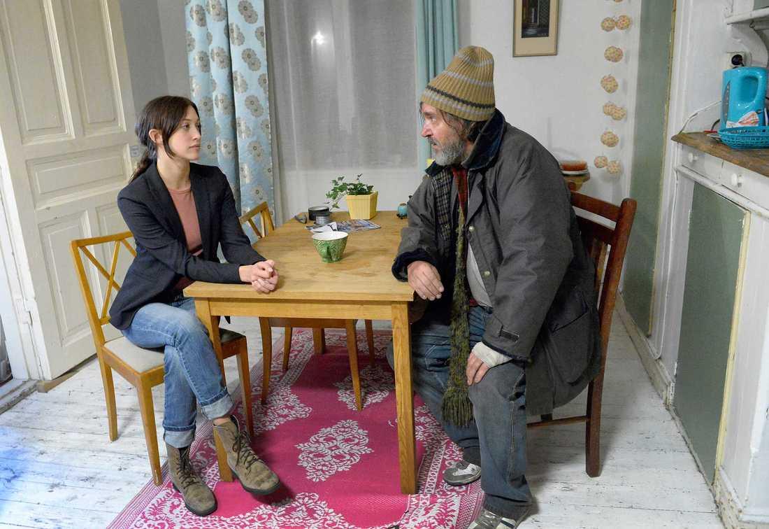"""Julia Ragnarsson och Kjell Bergqvist i """"Springfloden""""."""