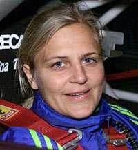 Framgångsrika rallyföraren Tina Thörner tycker att tjejer är sämre bilförare än killar.