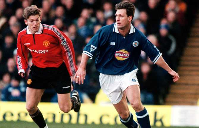 Pontus Kåmark, Leicester, mot Jesper Blomqvists United 1999.