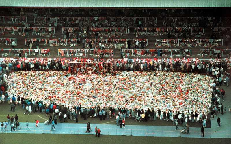 94 personer dog direkt på arenan, och 2 skadade avled senare på sjukhus. 79 av dessa var under 30 år gamla. 766 personer skadades.