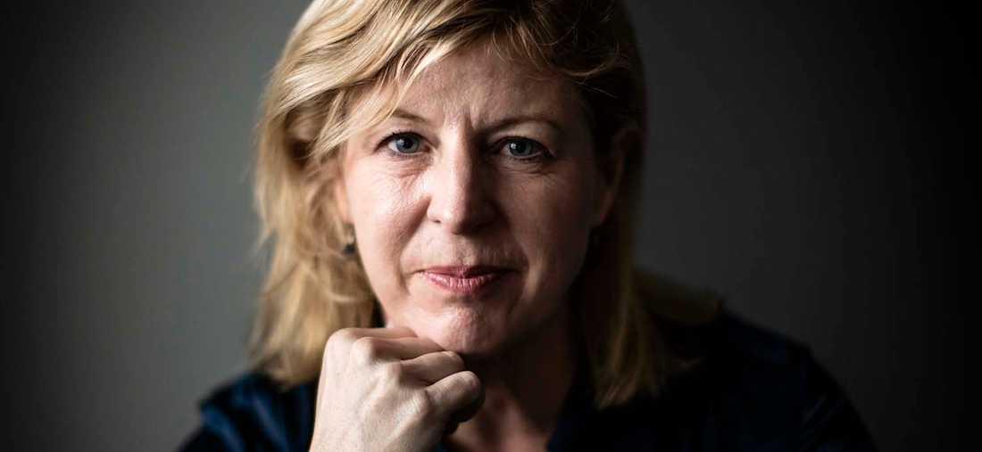 """""""Jag vet aldrig hur en bok ska sluta"""" Liane Moriarty gör inte upp någon plan när hon skriver. Och trots att huvudpersonen i nya boken """"Nio främlingar"""" är författare är den inte alls självbiografisk, försäkrar hon."""