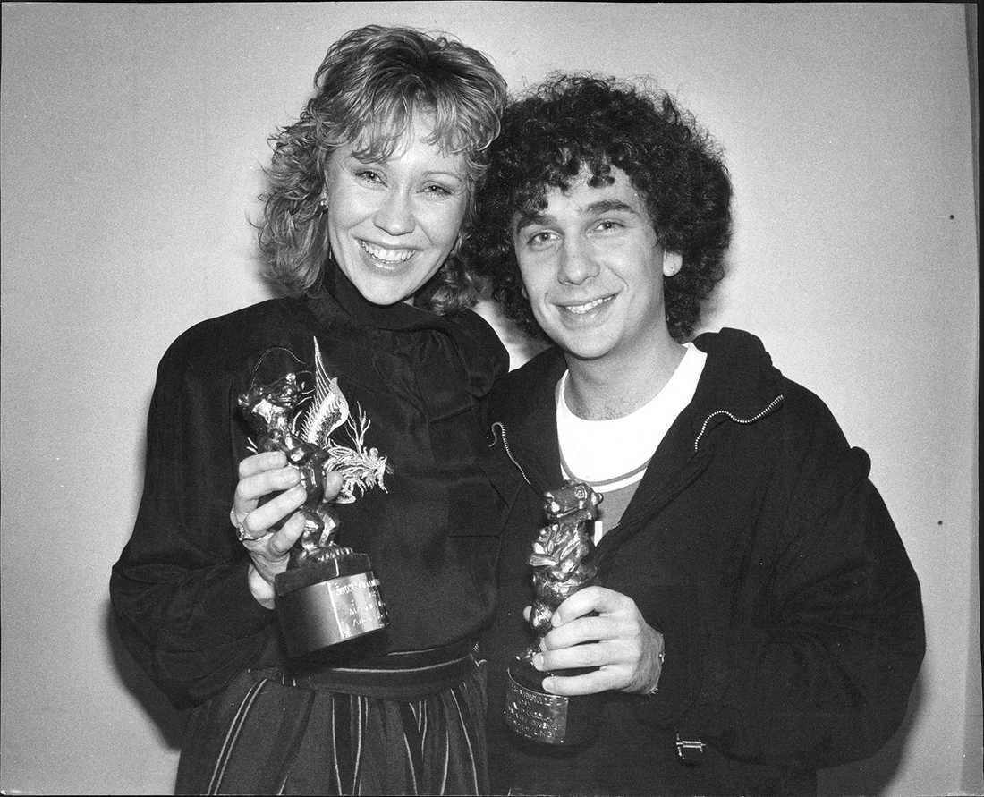 1984 poserade Agnetha Fältskog och Magnus Uggla med varsin Rockbjörn.