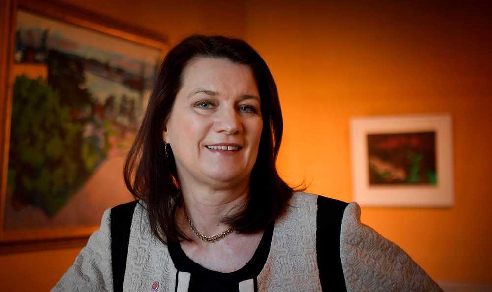 Ann Linde (S), EU- och handelsminister, får tummen upp på sitt sparande av experten Claes Hemberg.