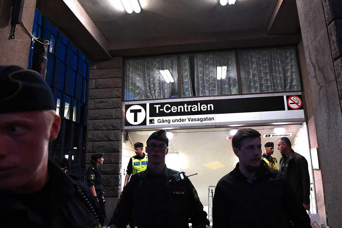Ingången mot Vasagatan spärrades av.