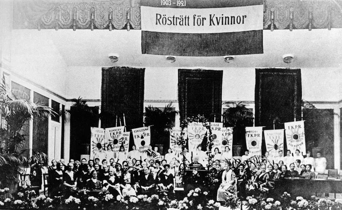 Kvinnlig rösträtt infördes för 100 år sedan i dag