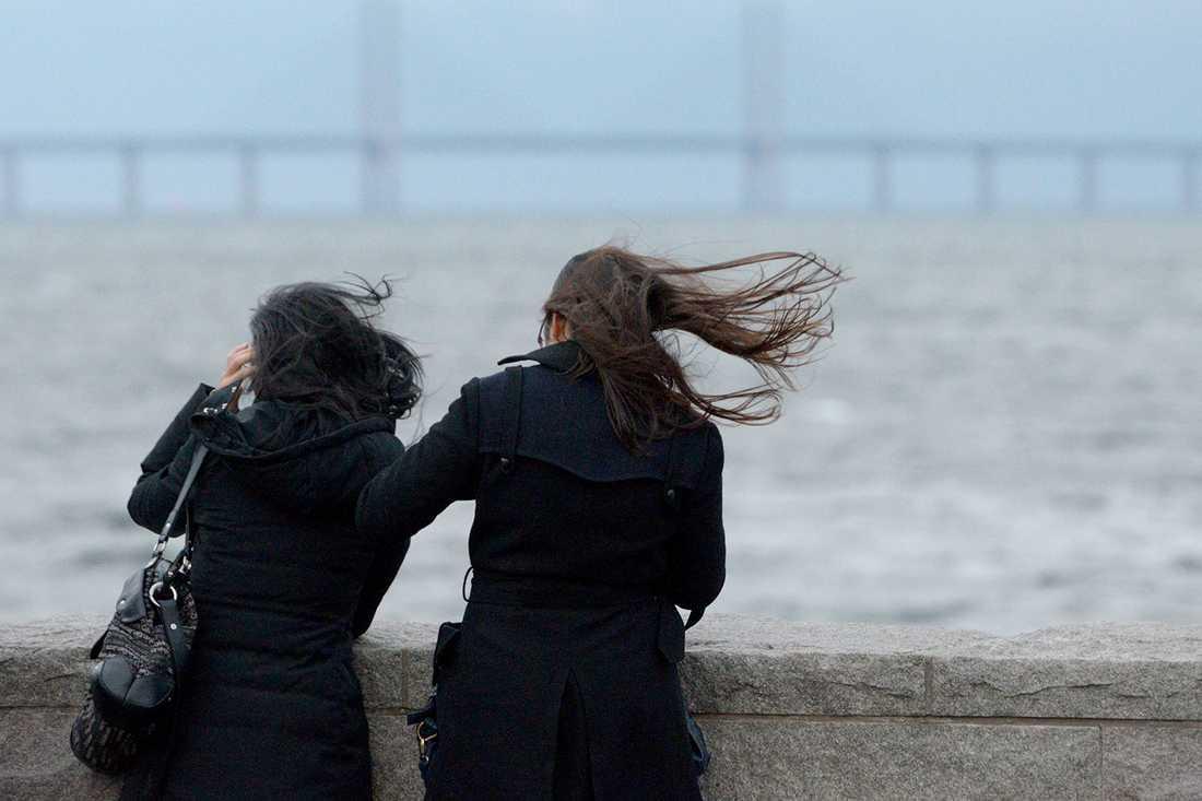 Redan på söndagseftermiddagen utfärdades en varning för Öresundsbron på grund av hårda vindar