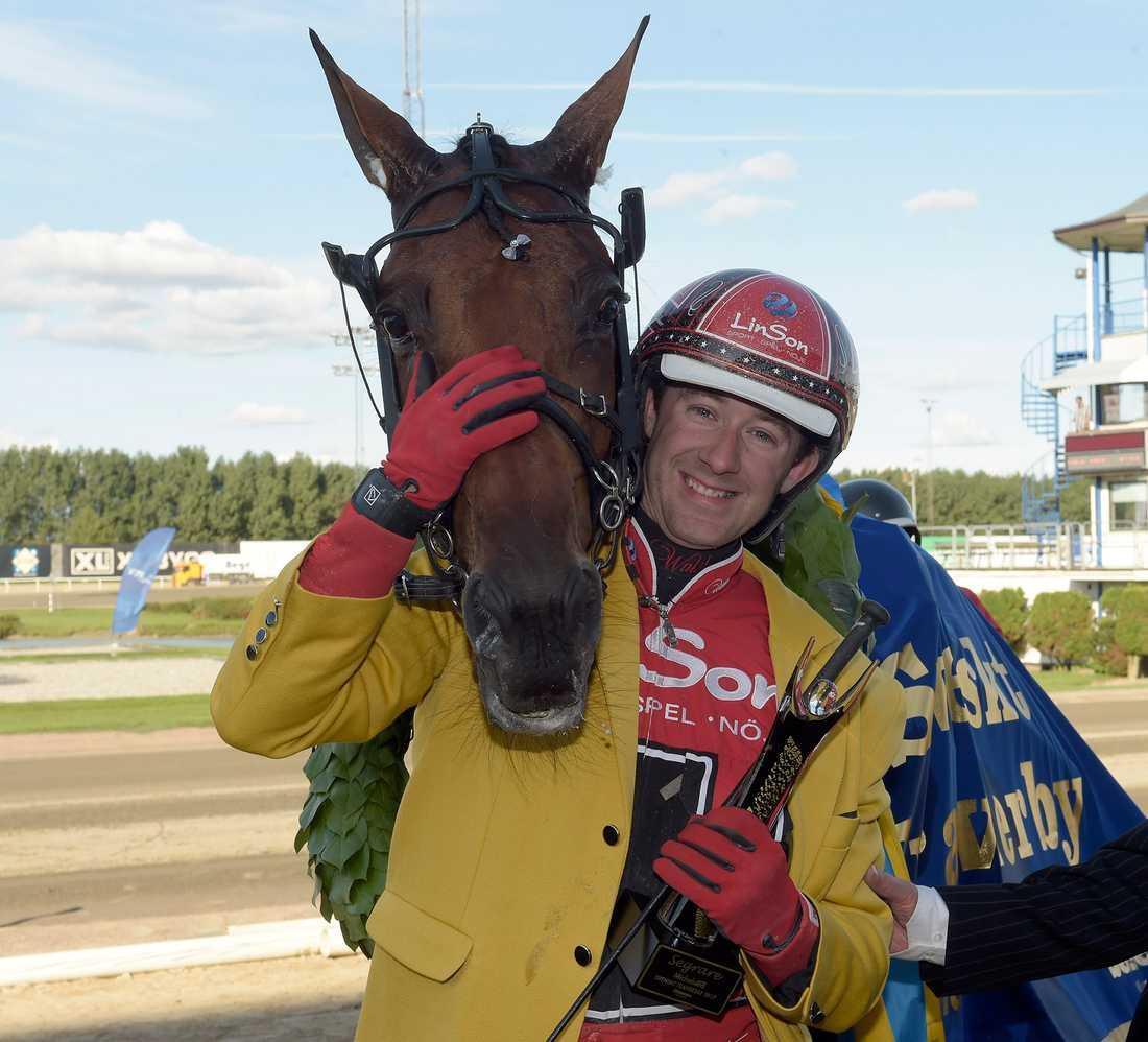 ... spik nummer två är Derbyvinnaren Cyber Lane, tränad och körd av Johan Untersteiner.