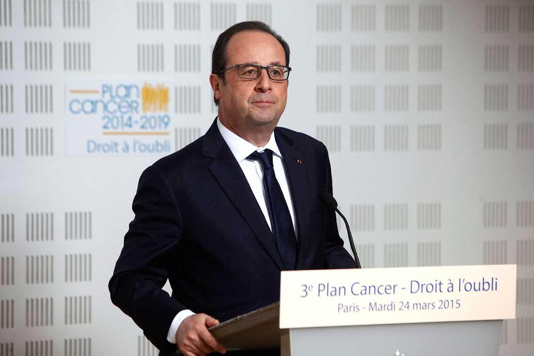 """Frankrikes president Francois Hollande uppger att det sannolikt finns tyska, spanska och """"troligtvis"""" turkiska offer bland passagerarna."""
