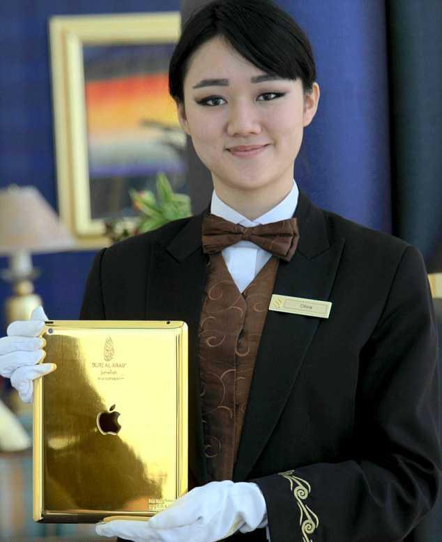 Guldsurf I barnpaketet ingår ipads i 24-karats guld.
