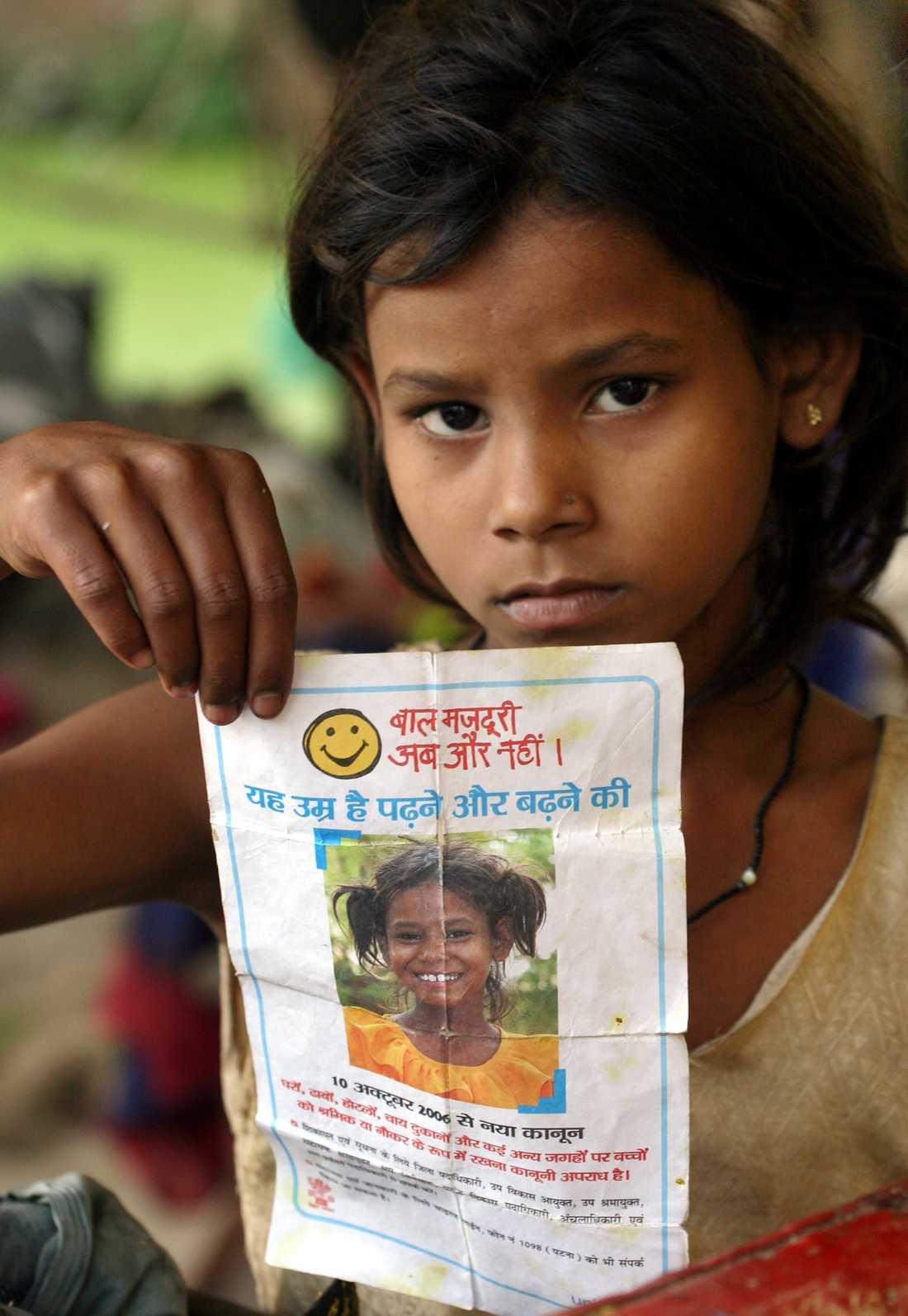 STOPPA BARNARBETE. FN-organisationen Unicef är en av många organisationer som arbetar för att stoppa barnarbete. Bilden är från en kampanj i Indien, där barnarbete är vanligt i textilindustrin.